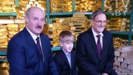 Александр Лукашенко вместе с сыном в хранилище Национального банка Белоруссии. 18 декабря